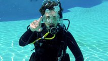 Scuba Diving Hand Signals for Wreck Diving