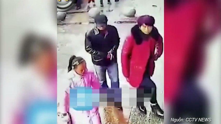 Nhét điện thoại sâu trong túi áo, siêu trộm vẫn dùng kìm móc mất chỉ trong 2 giây khiến người xem bị sốc | Godialy.com