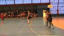 Martigues gênée en attaque par cette équipe de Saintes (images Hervé Rico)