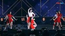 饭拍韩国女团热舞现场, 很受欢迎的一首歌!_高清(00h01m38s-00h01m40s)