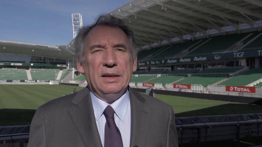 François Bayrou se félicite de la réalisation du stade du Hameau