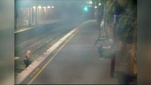 Une femme ivre tombe sur la voie quand un train arrive en gare !