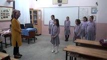 Öğrenciler, 'Benim Adım Öğretmen' Şarkısını İşaret Diliyle Seslendirdi
