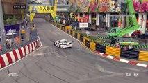 Empilage monstre de toutes les voitures d'une course sur le circuit de Macao dans un virage !