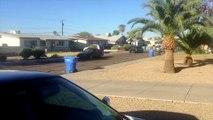 Il ramène tous ses potes qui ont des grosses voitures devant chez sa voisine qui se plaint du bruit