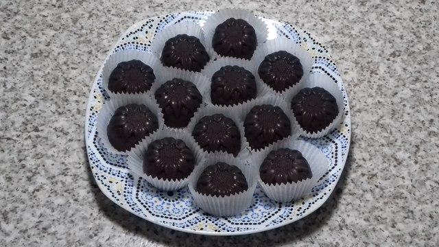 how to make milk chocolate recipe with coconut/recette facile de chocolat au noix de coco