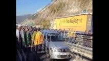 TEM'de feci kaza...8 araç birbirine girdi, 10 kilometrelik araç kuyruğu oluştu
