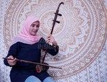 Wanita Melayu dan alat muzik tradisional Cina