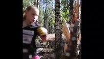 Cette fille défonce un arbre à coup de poing... Future championne de boxe