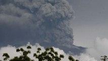 Bali, il vulcano Augung fa paura: 100mila evacuati