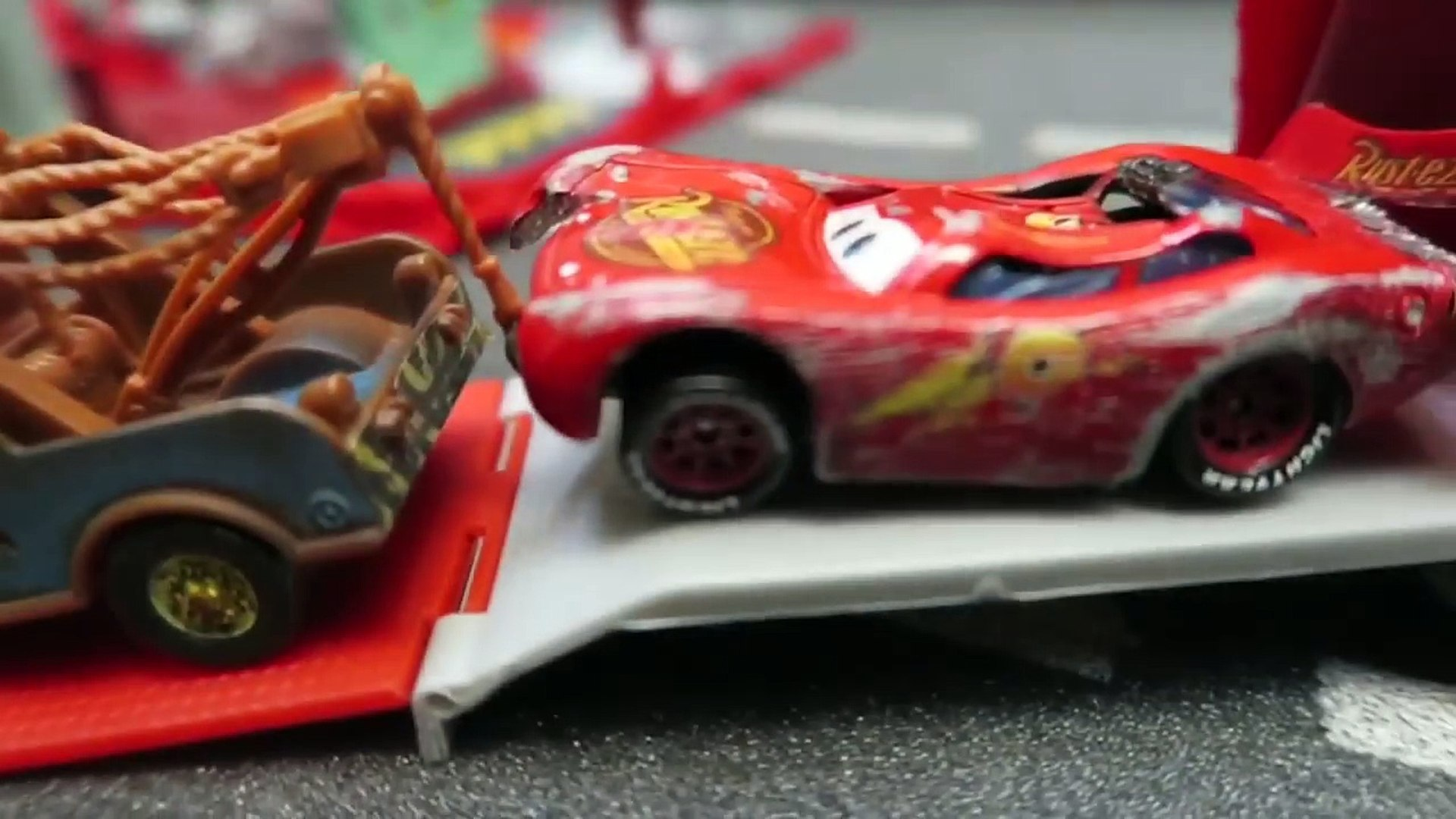 Cars 3 Lightning Mcqueen Crash Scene Body Repair Next Gen Piston Cup Racers Ruseze In Movi Video Dailymotion