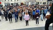Libourne : les lycéens font une flashmob pour les droits de l'enfant