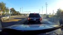 Une voiture n'arrive pas à s'arrêter au feu rouge et percute plusieurs voitures aux États-Unis