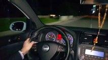 Le conducteur d'une Golf en excès de vitesse percute des voitures à l'arrêt