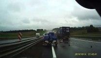 Un camion ne peut plus s'arreter sur une autoroute et percute un autre camion