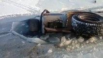 La prochaine fois tu gareras pas ta voiture sur un lac gelé !