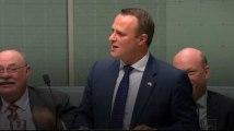 Ce parlementaire australien demande à son compagnon de l'épouser en plein débat sur le mariage gay