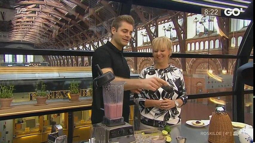 Mads Bo laver forskellige plantemælk som alternativer til komælk i Go' morgen Danmark (2016.04.02)