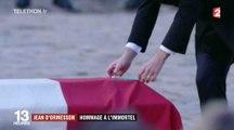 Emmanuel Macron dépose un crayon sur le cercueil de Jean d'Ormesson - ZAPPING ACTU DU 08/12/2017