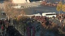 Funérailles de Johnny Hallyday : le cortège passe sur les Champs Elysées