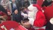 Le Père Noël arrive sur un traîneau