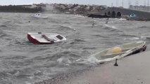 Ayvalık'ta Lodos Küçük Balıkçı Teknelerini Batırdı