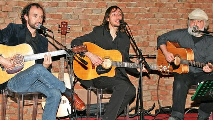 The Beatles Acoustic Trio - Can't Buy Me Love - Live