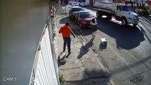 Une fille attaquée par un câble téléphonique