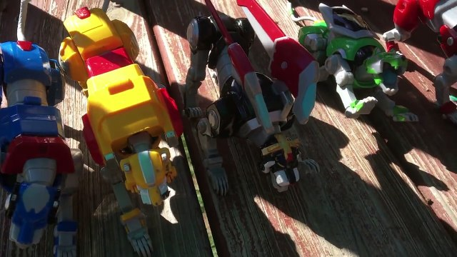 Voltron Toys - Voltron Fights Myzax _ DREAMWORKS VOLTRON LEGENDARY DEFENDER-QZwA-mMeW-k