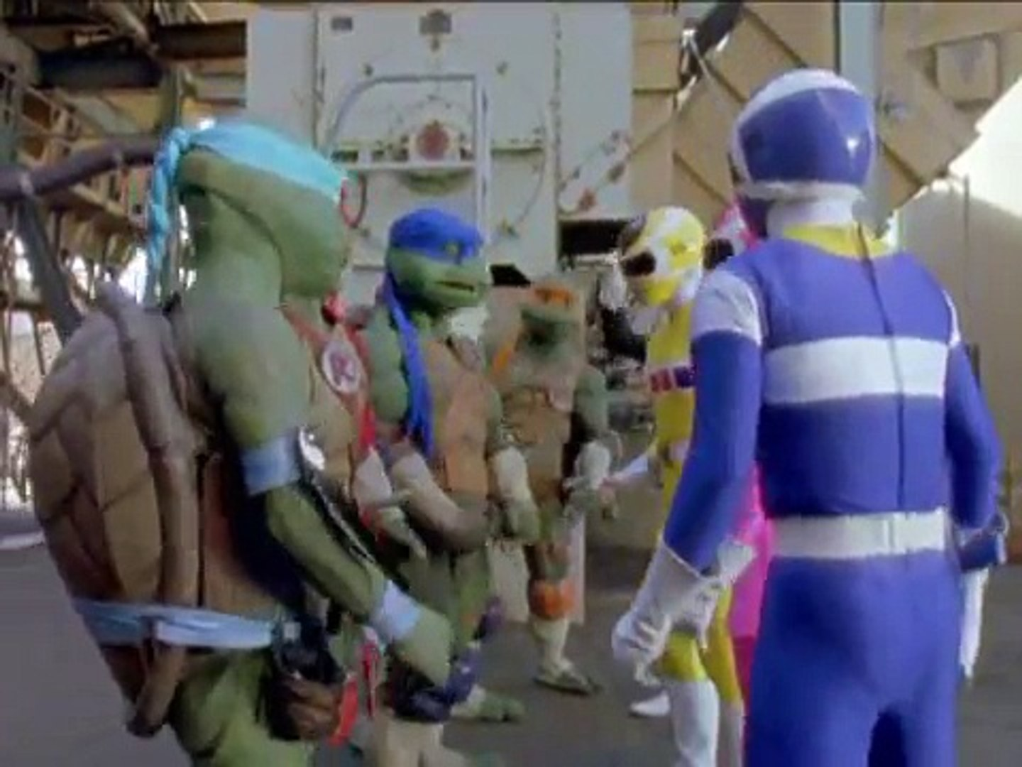 While the lives of heroes do intertwine, the combination of Power Rangers in Space and Ninja Turtle: The Next Mutation was unexpected.