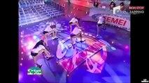 Des jeunes femmes très sexy font un concours de tee-shirts mouillés (Vidéo)