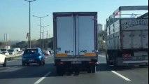 Trafikte Makas Atarak İlerleyen Kamyon Sürücüsü Kamerada