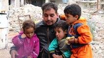 عائلة سورية تعود الى منزلها المدمر في درعا