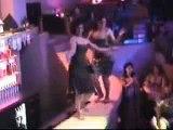 Cabaret Oran, Danseuses sur comptoir