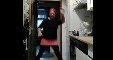 Travailler ses pas de danse dans la cuisine.. MAUVAISE IDEE