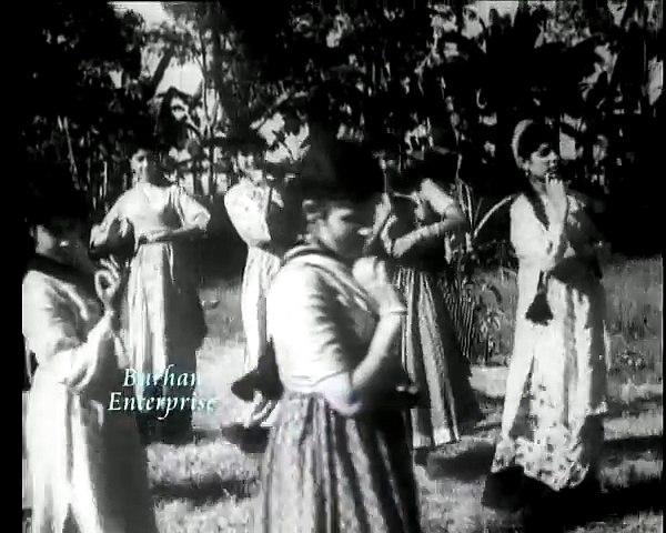 Doray Khich Kay Na Kajla Paaiye - Zubeda Khanam Chorus - Film MukhRa (MD Rashid Attre)
