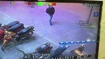 Phường Ô Chợ Dừa, quận Đống Đa, Hà Nội ~20h48 ngày 19/12/2017: Nam thanh niên trộm xe SH cực nhanh trên vỉa hè
