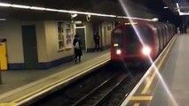 La última locura: salta justo por delante de tren en marcha