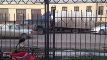 Avez-vous déjà vu un camion démarrer sur ses roues arrières... Comme une moto!!!