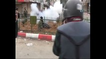 İsrail askerleri engelli gence ses bombası attı