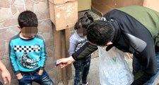 Yangından Kurtarılan Suriyeli Çocukları, Polis Çikolata Vererek Sakinleştirdi