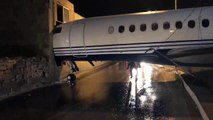 Après un gros coup de vent un avion termine dans dans un mur (Malte)