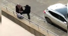 Saldırgan, Kadına Tekme Üstüne Tekme Attı Kamera Anbean Kaydetti