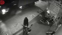 Un motard se crashe et continue de fumer sa cigarette (Thaïlande)
