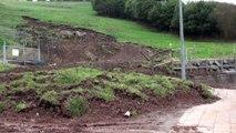 Corrimiento de tierra del último temporal destroza la acera entre Candás y Antromero
