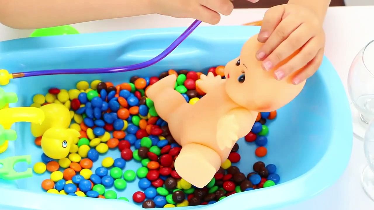 Family House Toys – Baby Doll Bath Time with Duck Pretend P