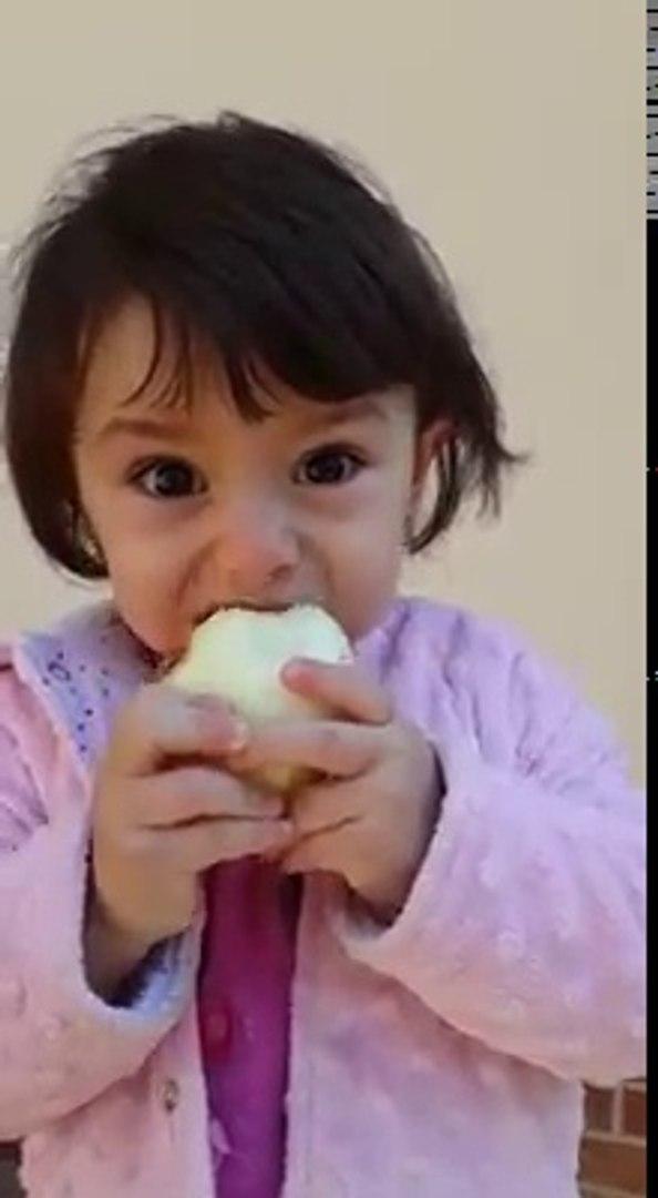 Soğan Yiyen Dünya Tatlısı Kız
