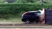 Le crash test d'une ford fiesta à 190km/h dans un mur en béton