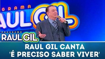 Raul Gil canta `É preciso saber viver` - Programa Raul Gil (06.01.18)