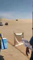 Los camiones también compiten a grandes saltos en las dunas